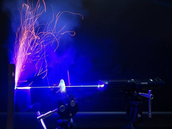 Powerful Burning 2000mW laser Burning